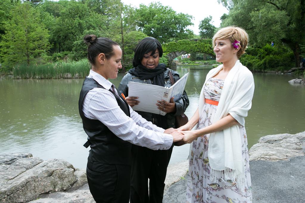 [ Central Park's Gapstow Bridge Wedding]– photo[1]