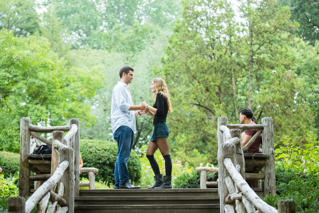 Proposal in Shakespeare Garden at Central Park]– photo[12]