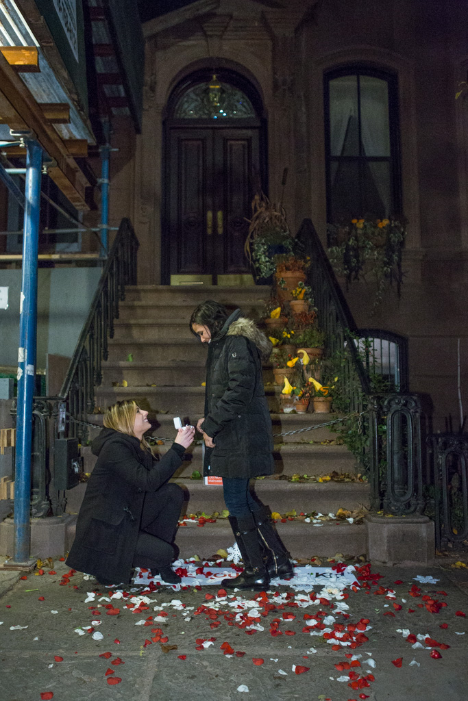 [Marriage Proposal at front Carrie Bradshaw House from Sex and the City(64 Perry St in Manhattan's West Village)]– photo[2]