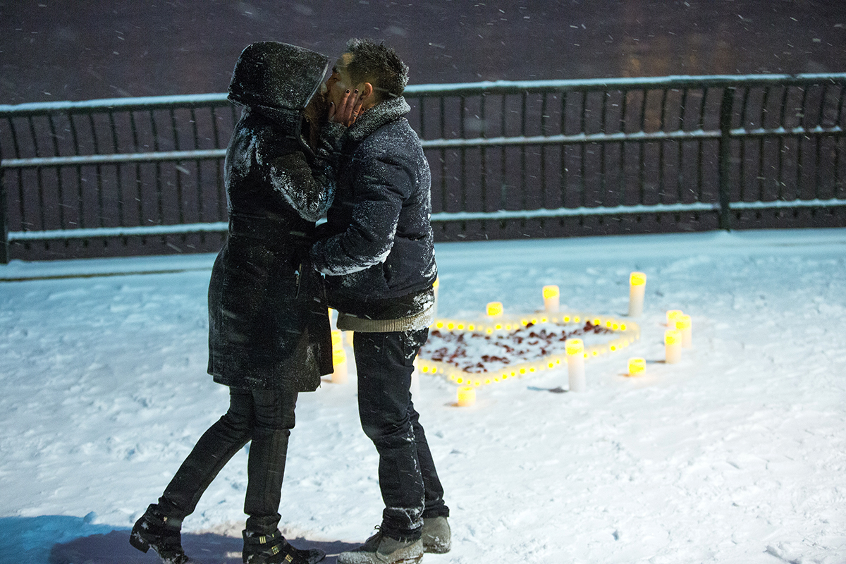 "Photo 11 Surprise proposal story ""Snowy Night"" 