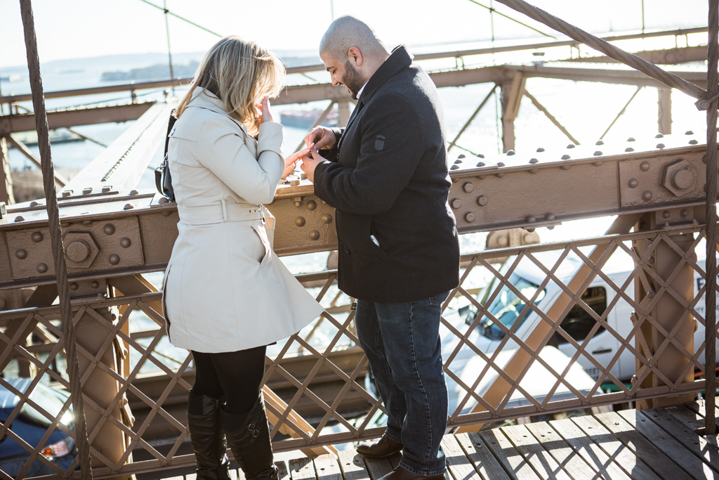 [Marriage proposal at Brooklyn bridge]– photo[2]