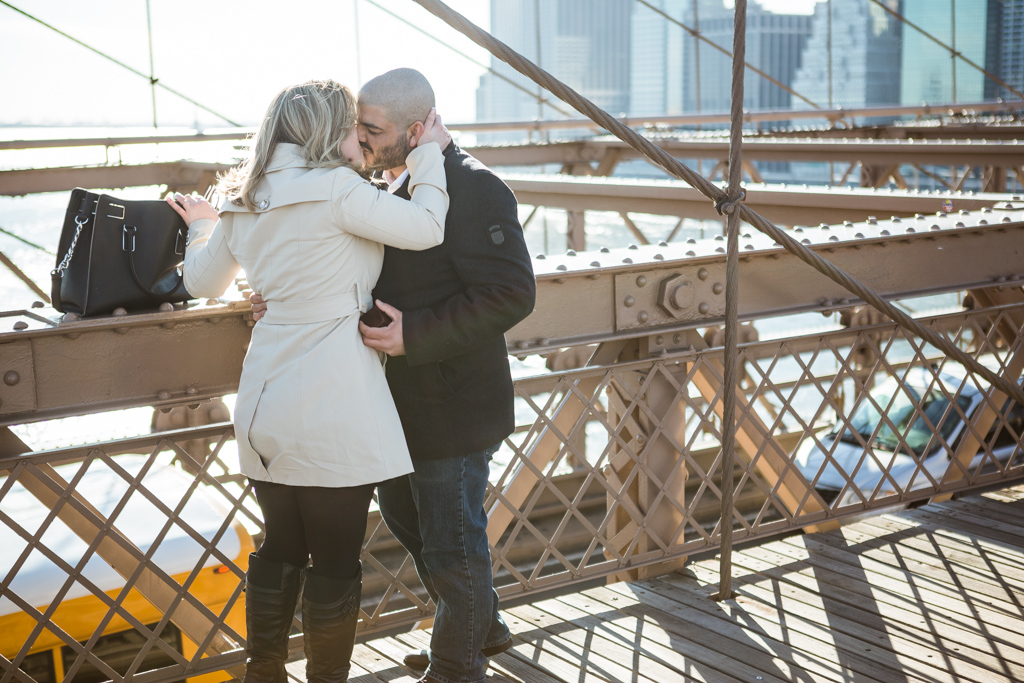 [Marriage proposal at Brooklyn bridge]– photo[3]