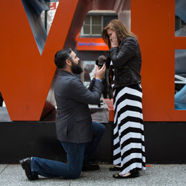 Photo Surprise proposal by Love Sculpture in NYC. | VladLeto