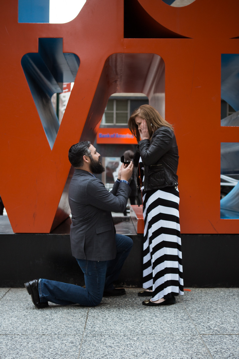Photo Surprise proposal by Love Sculpture in NYC.   VladLeto