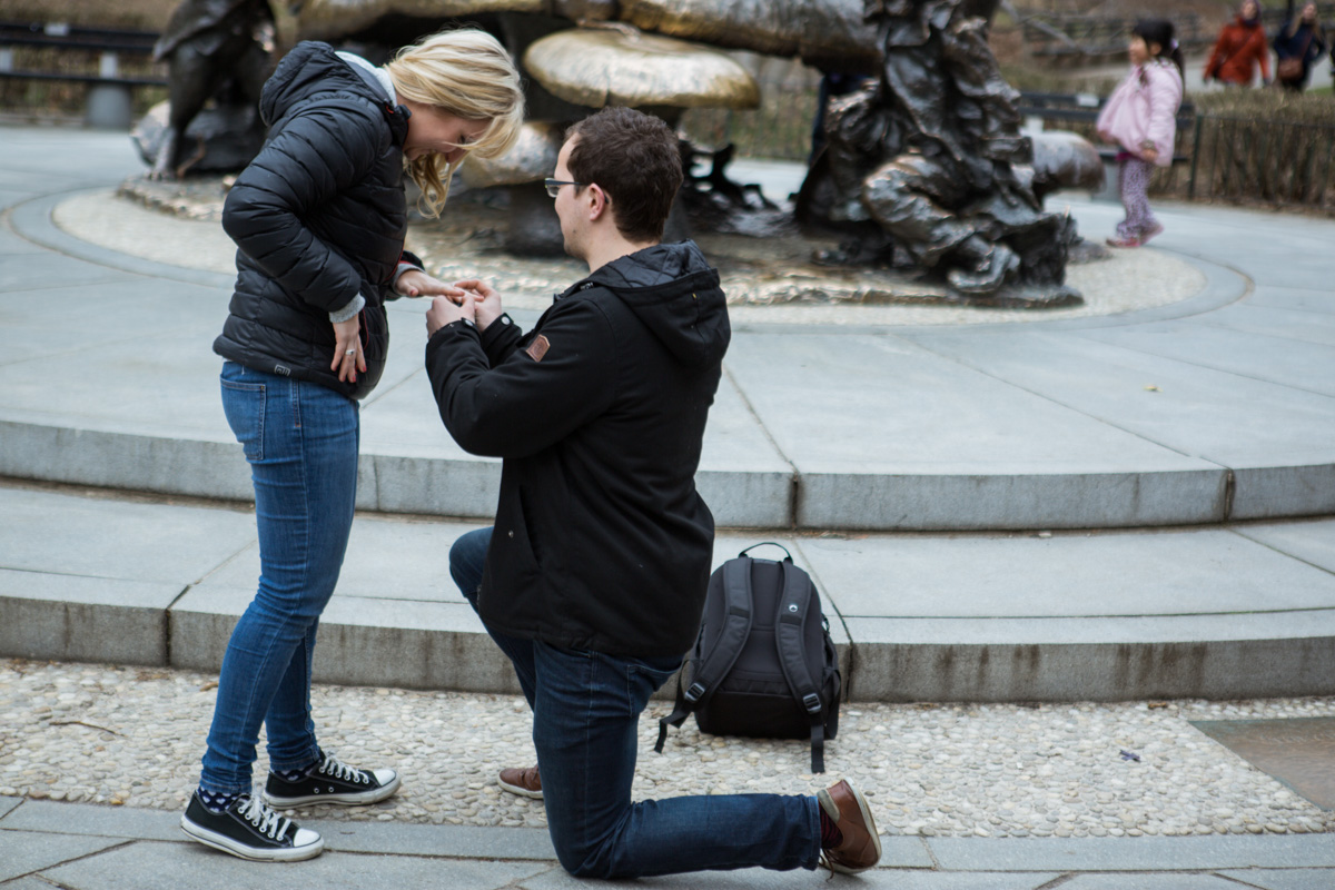 [Surprise wedding proposal by Alice in Wonderland statue in Central Park]– photo[3]