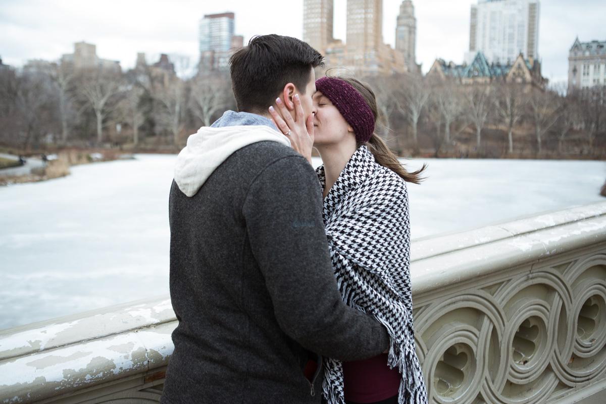 Bow bridge Central Park surprise proposal]– photo[2]