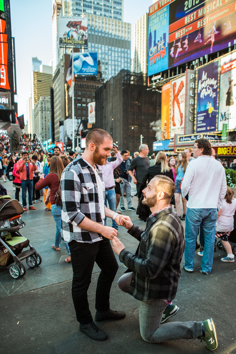 [Times Square Marriage Proposal]– photo[2]