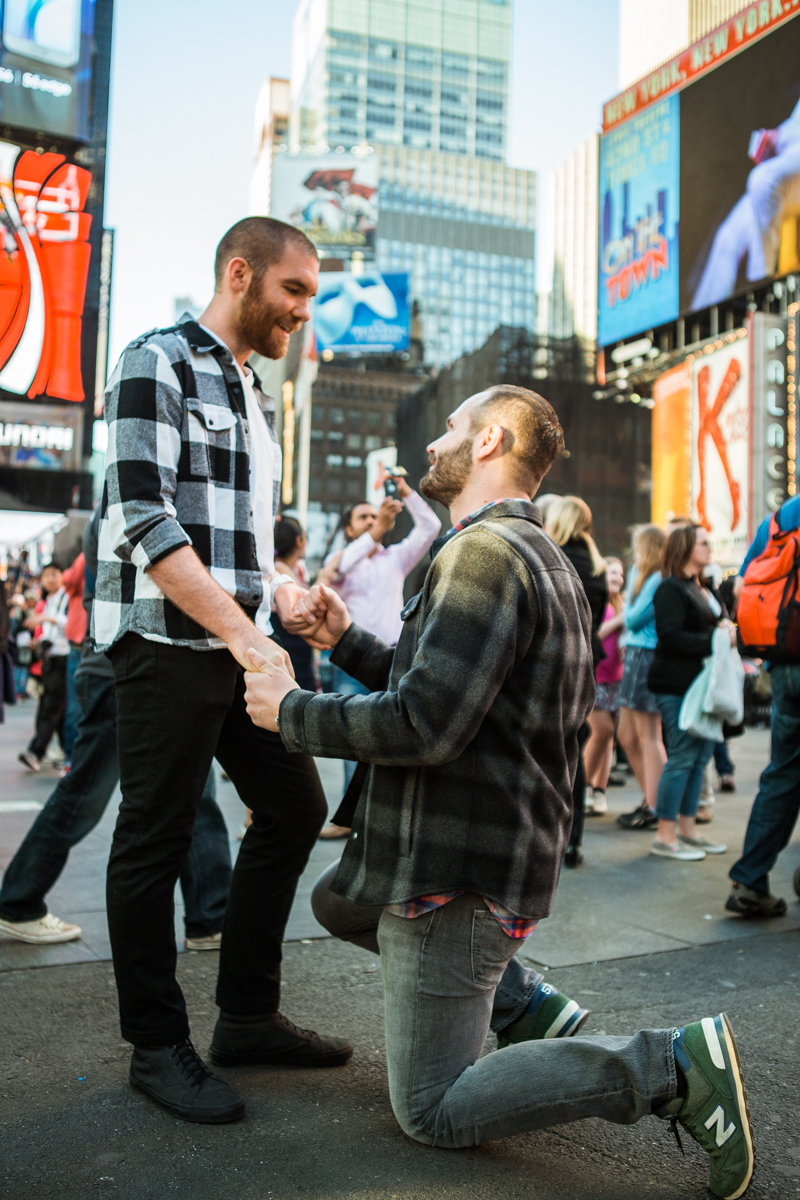 [Times Square Marriage Proposal]– photo[1]