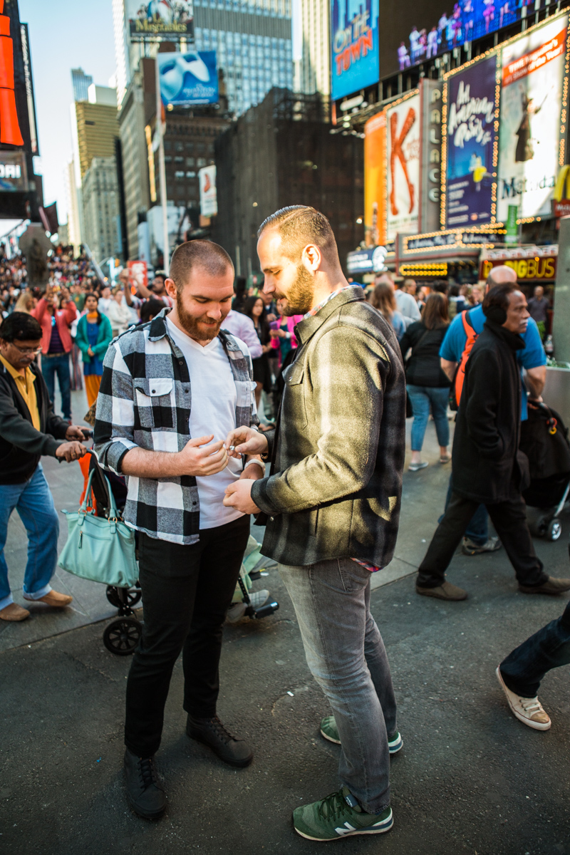 [Times Square Marriage Proposal]– photo[3]