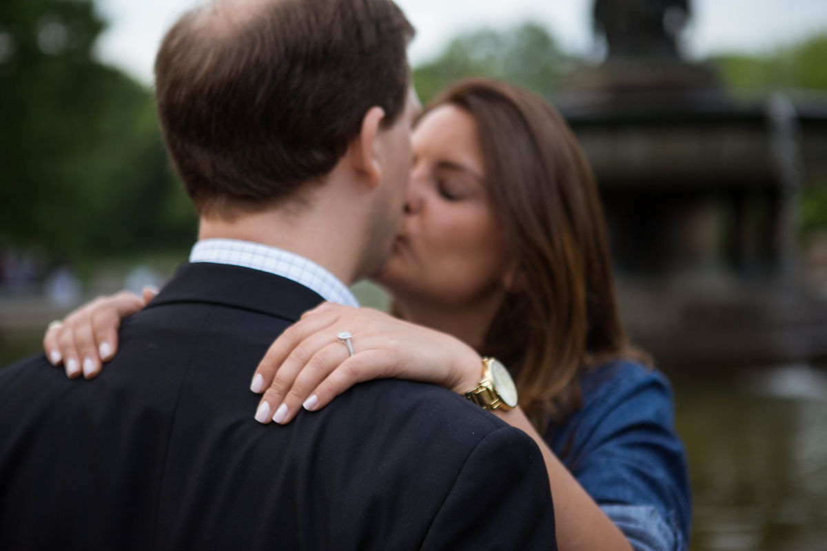 Central park wedding proposal by the Lake]– photo[6]