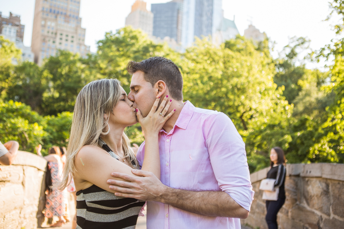 [marriage proposal by Gapstow Bridge in Central Park]– photo[4]
