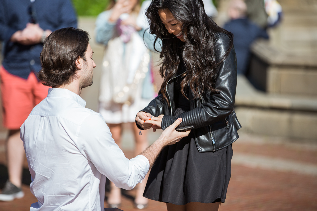 [Bethesda Fountain marriage proposal]– photo[3]