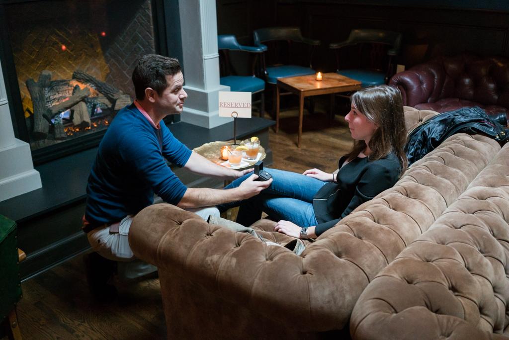 Photo Secret proposal in a bar in Brooklyn | VladLeto