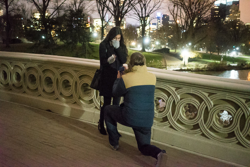 Photo 2 Bow bridge marriage proposal at night. | VladLeto