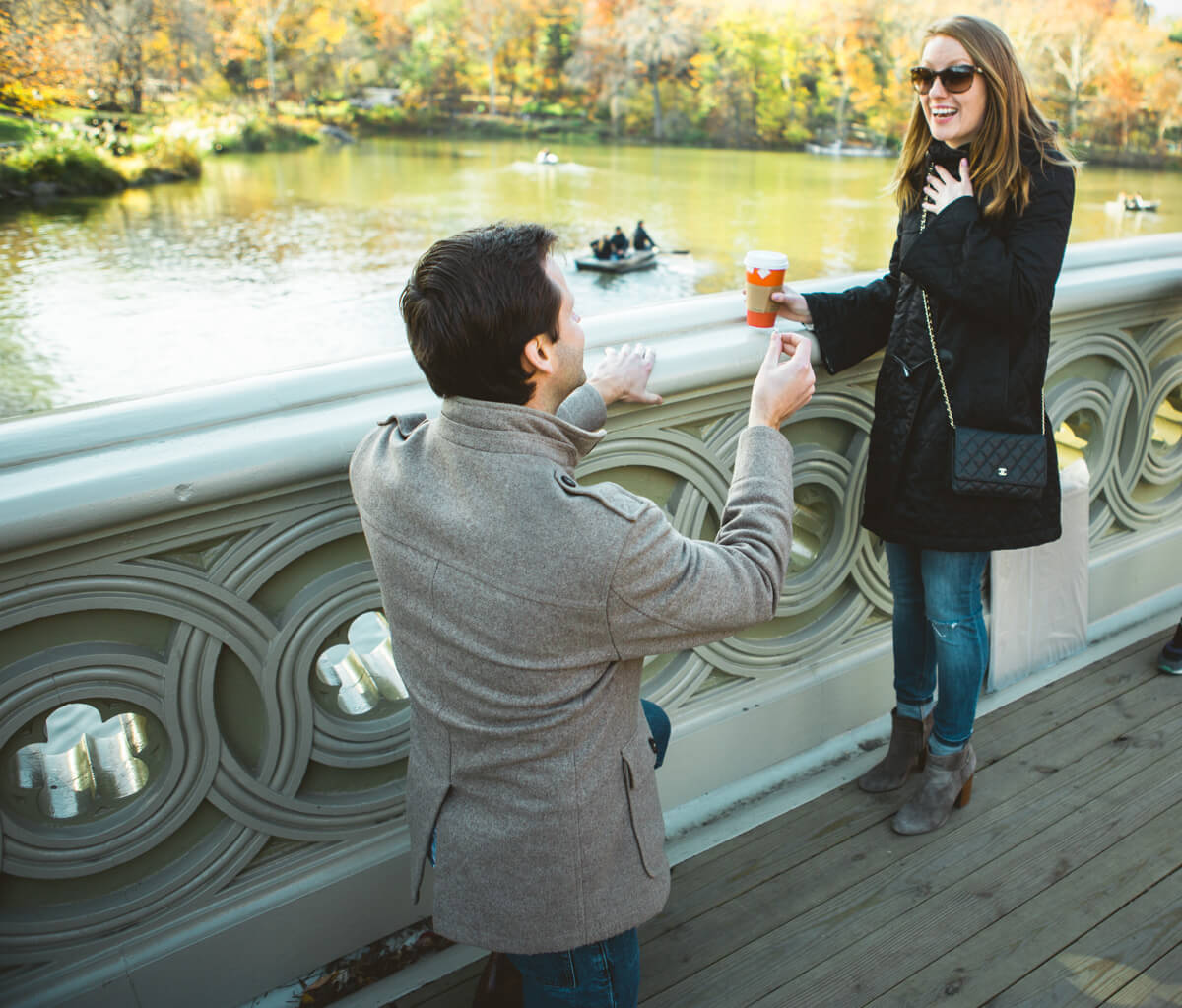 Photo Bow bridge Marriage Proposal in Central Park