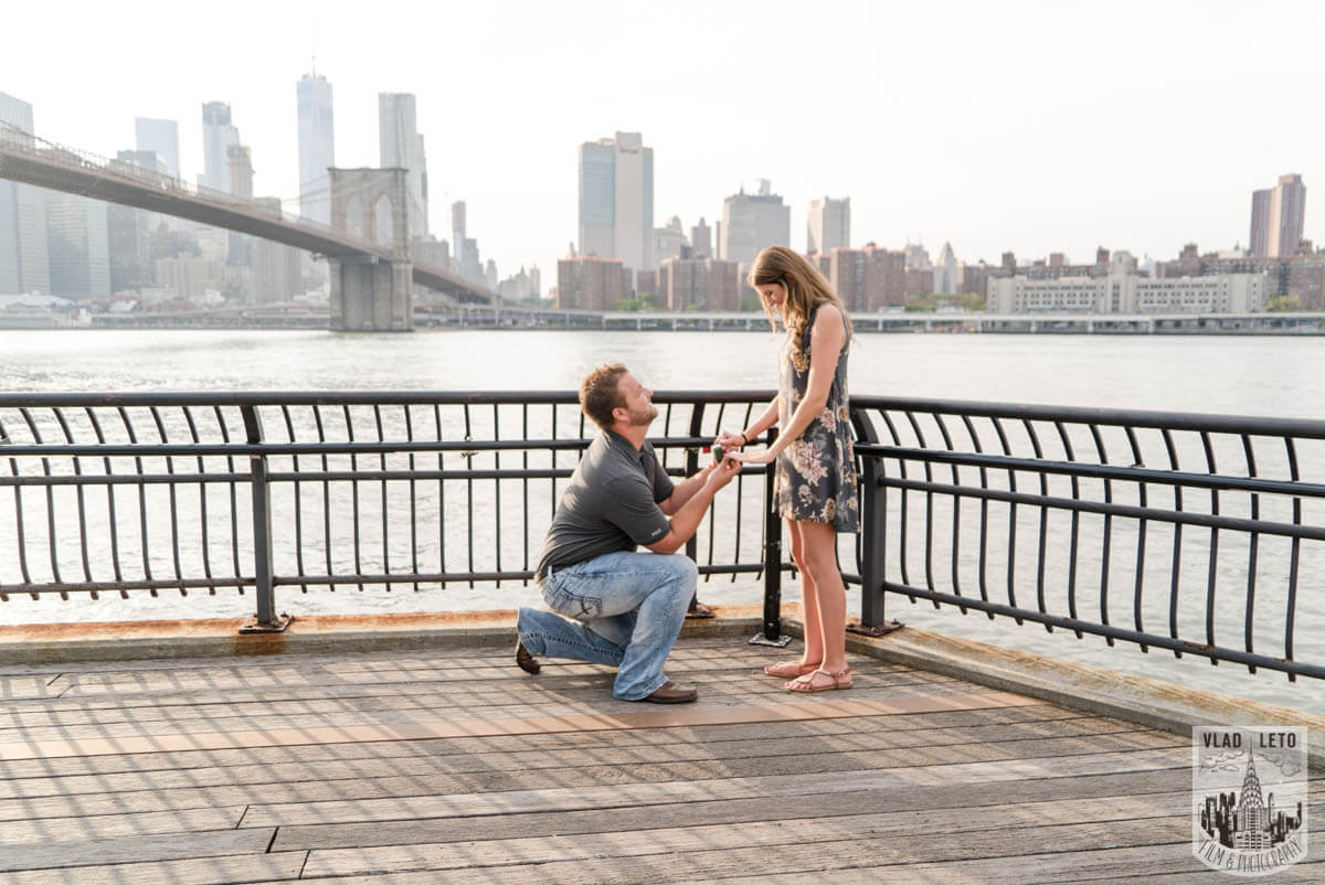 Photo Brooklyn Bridge proposal and Engagement shooting in Central Park. | VladLeto