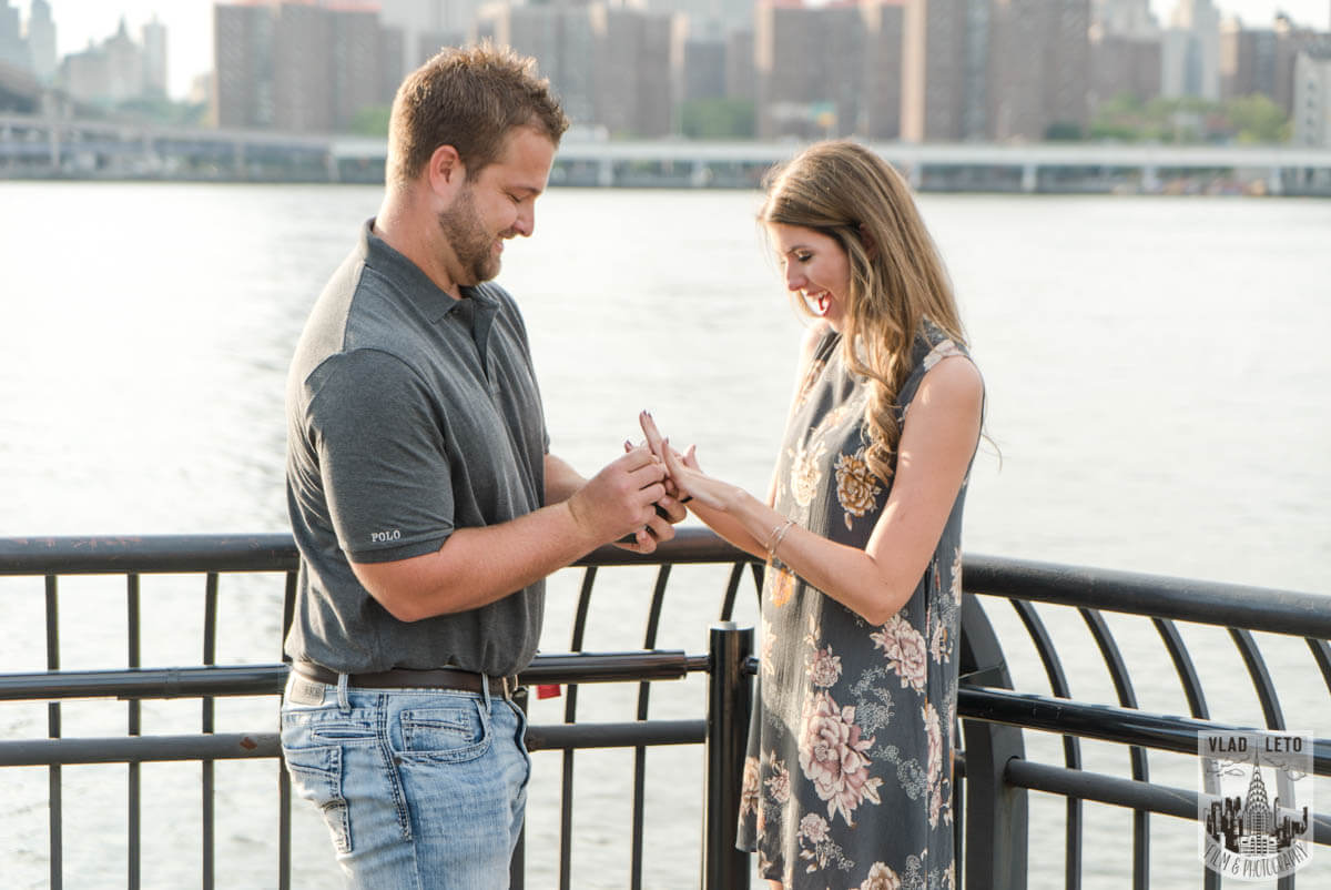 Photo 4 Brooklyn Bridge proposal and Engagement shooting in Central Park. | VladLeto