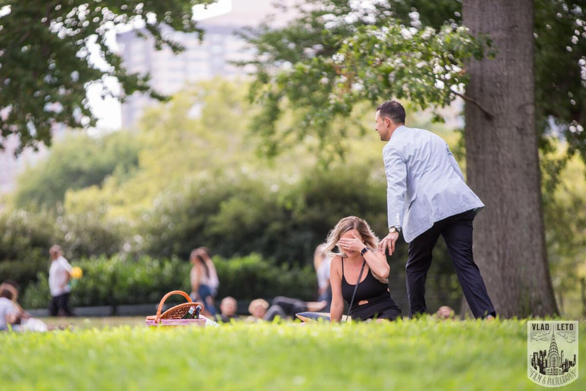 Photo 4 Central Park Picnic Proposal | VladLeto