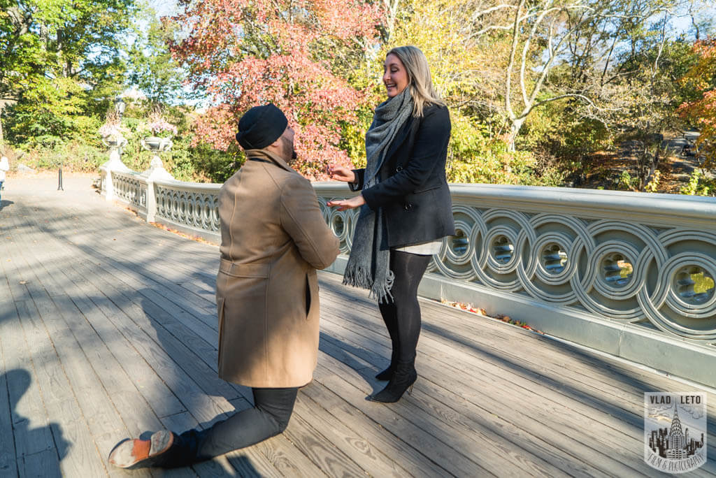 Marriage proposal at Bow bridge Central park. Photographer Vlad Leto