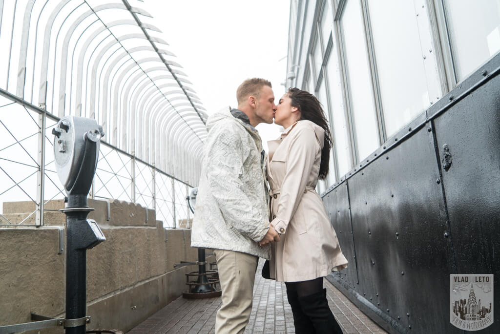 engagement photographer at empire state
