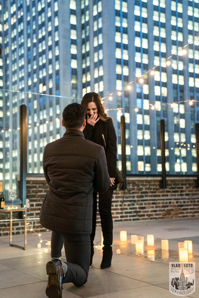 proposal on top of Empire state building