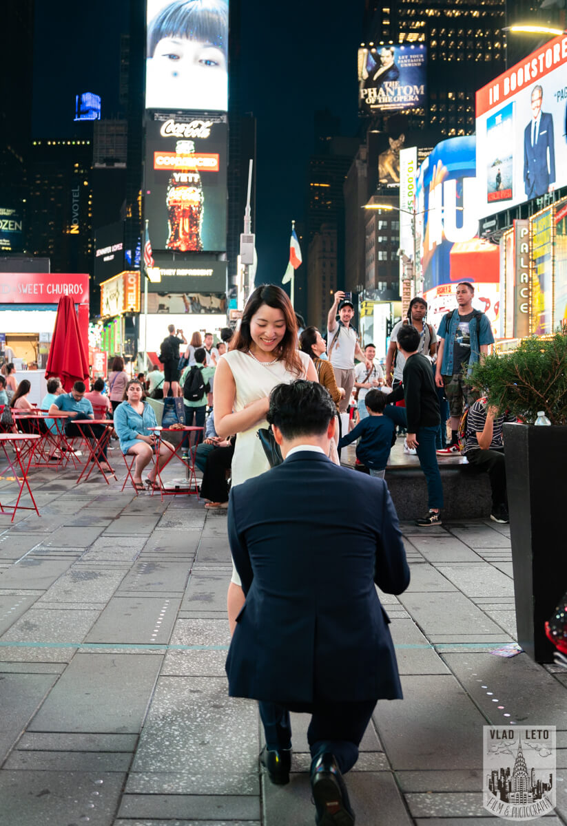 proposal on times square photographer Vlad Leto