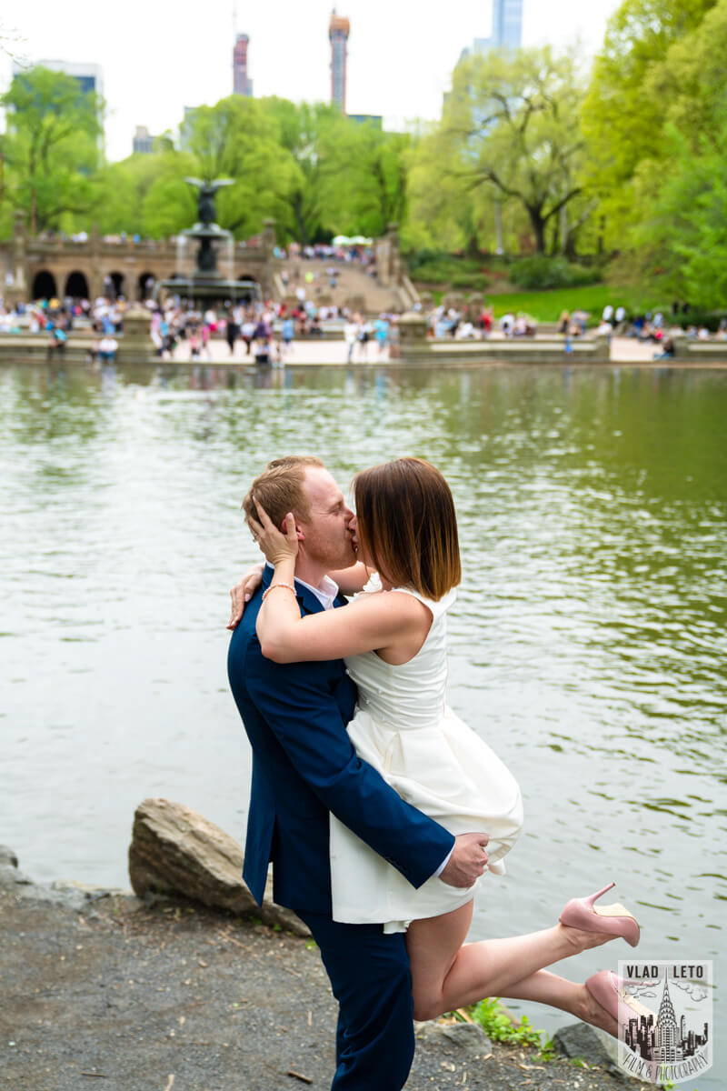 Photo 11 Proposal in front of Bow bridge in Central Park. | VladLeto