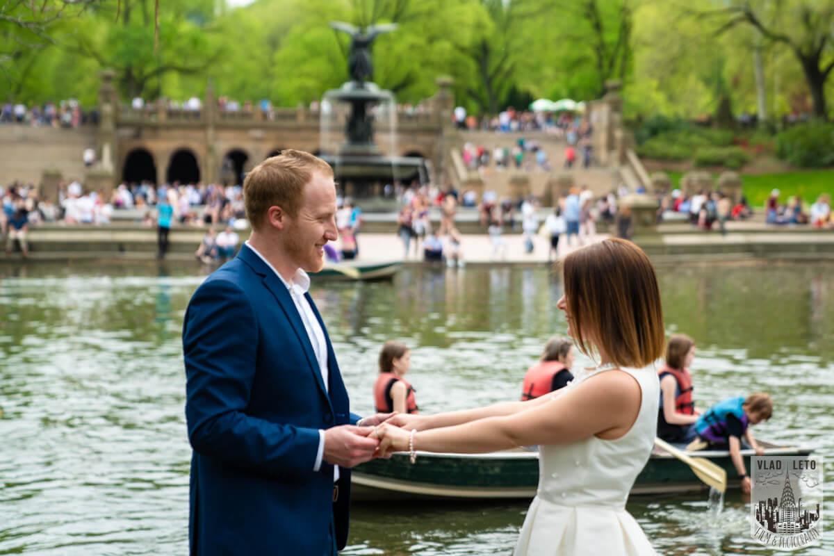 Photo 5 Proposal in front of Bow bridge in Central Park. | VladLeto