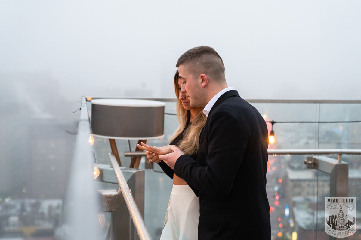 Photo 5 Surprise Proposal on a rooftop in Downtown Manhattan. | VladLeto