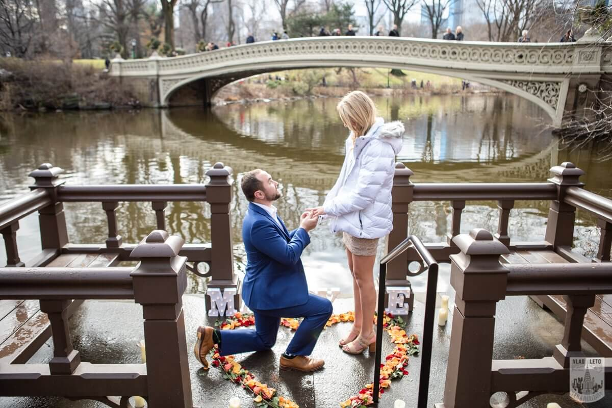 Photo Marriage Proposal by Bow Bridge in Central Park. | VladLeto